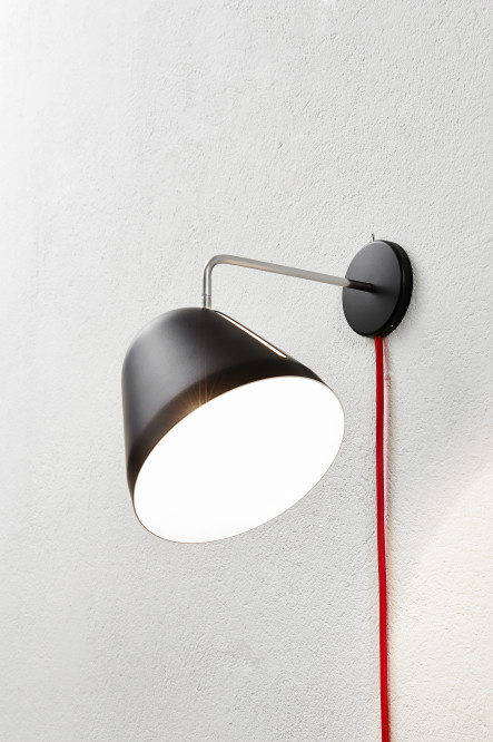 Nyta_Tilt-Wall_black_red-cord